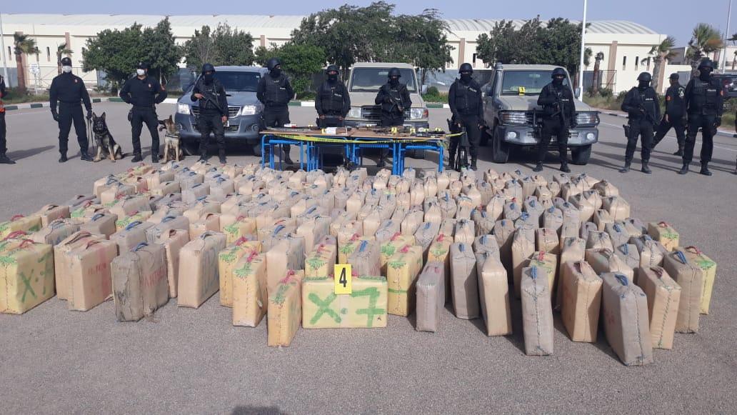 العيون .:توقيف 14 شخصا من بينهم موريتاني وسنغالي وحجز 5,8 أطنان من مخدر الشيرا