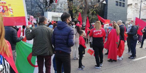 مظاهرة تجمع المغاربة  والجزائريين في اسبانيا ضد البوليساريو