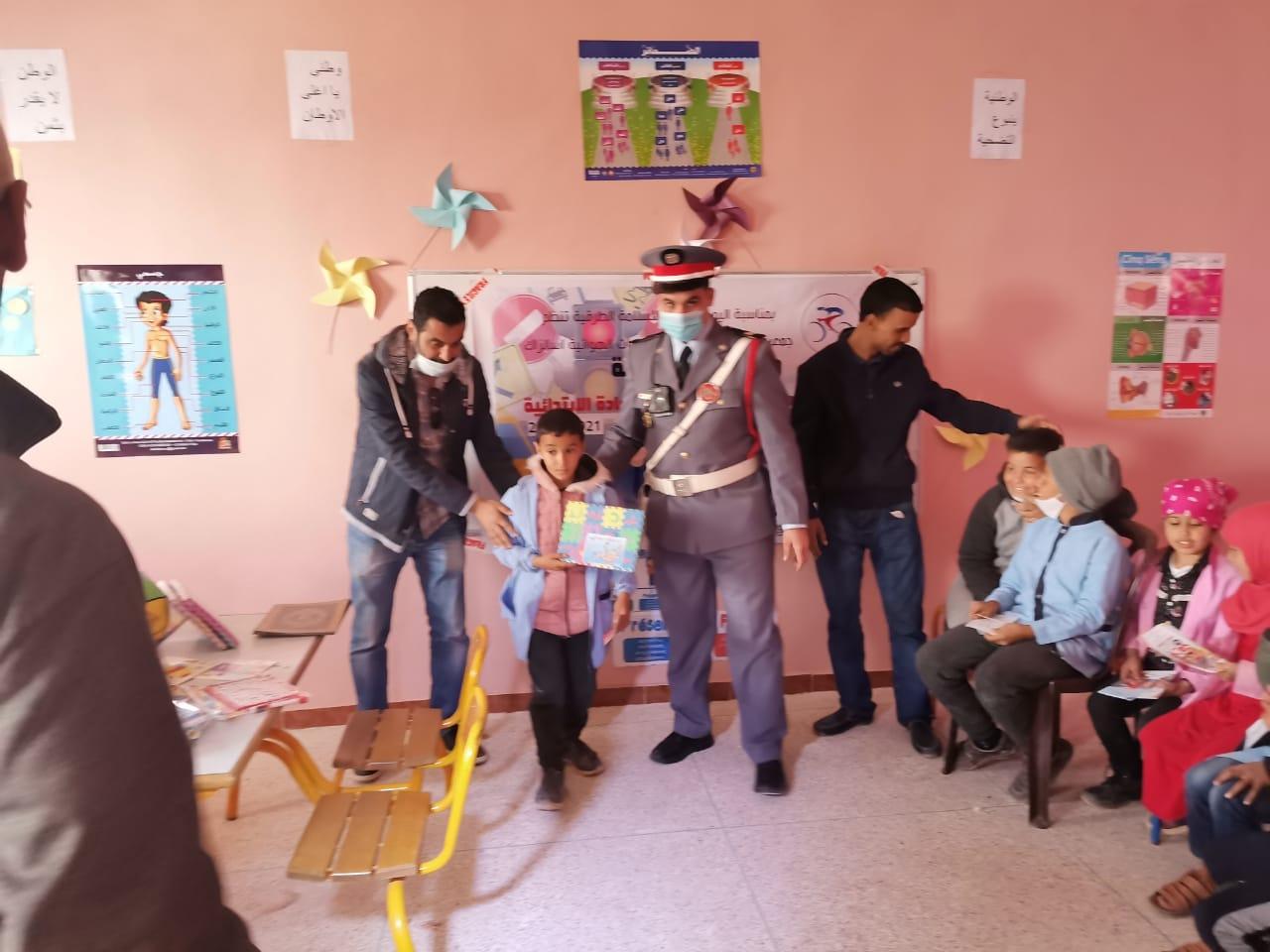 البيرات:نشاط تحسيسي وترفيهي لفائدة تلاميذ مجموعة مدارس المحمادة الابتدائيةمن تنظيم عصبة كلميم واد نون للدراجات