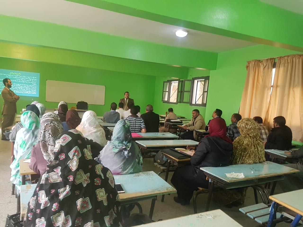 العيون:لقاء تواصلي لفائدة مدرسي ومدرسات مادة التربية الإسلامية من تاطير مفتشي المادة بثانوية محمد الخامس