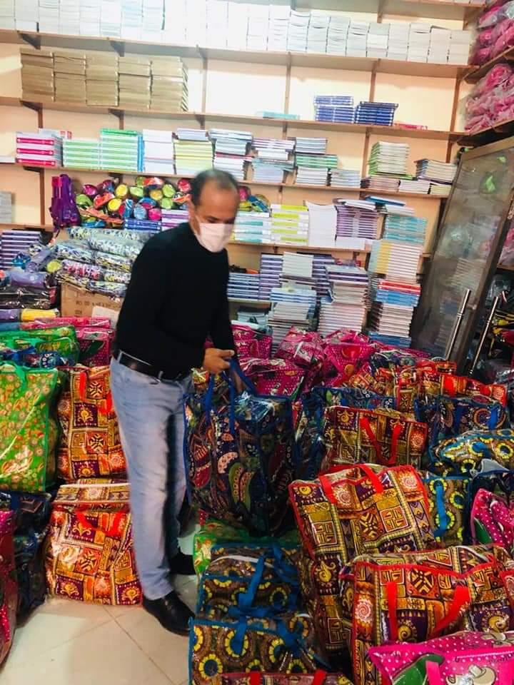 عبد الله اهل السباعي يعطي الإنطلاقة الفعلية لعملية توزيع 600 حصة من المساعدات الغذائية لفائدة ساكنة الجماعة.