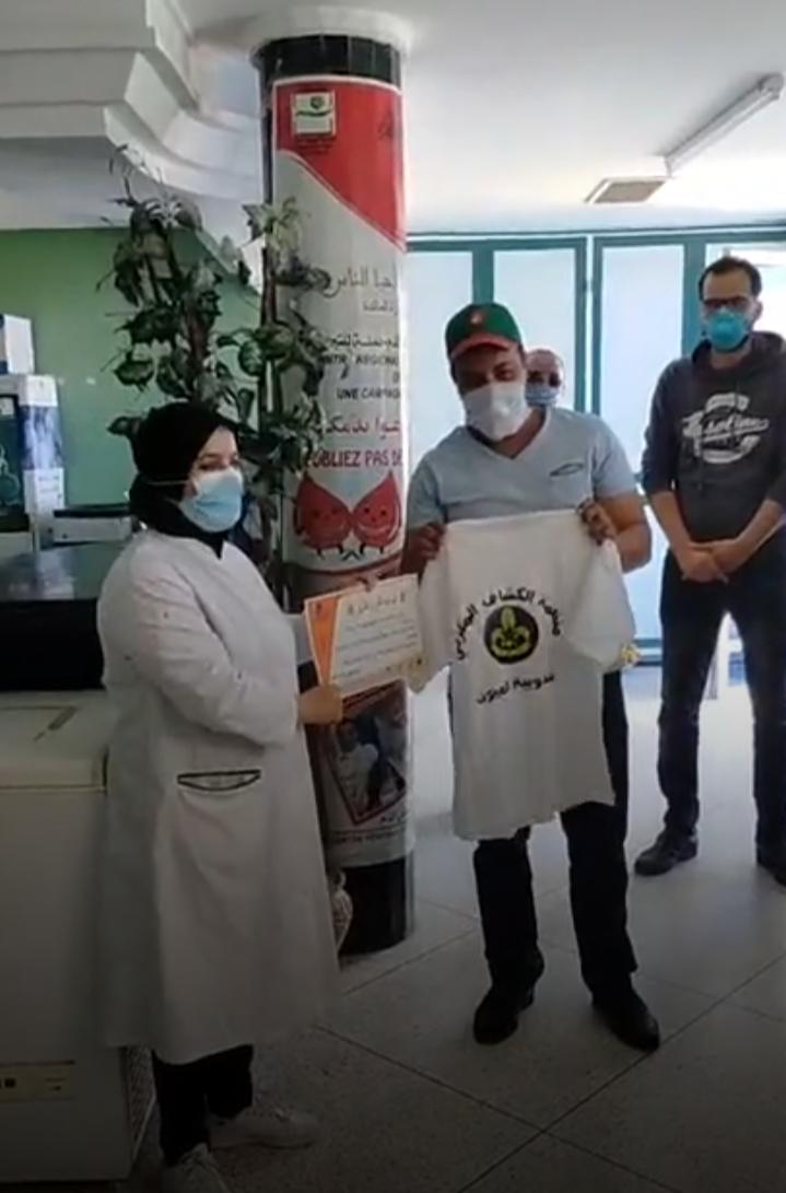 في أوج كورونا فعاليات مدنية بالعيون تكرم العاملين بمركز التحاقن بالدم