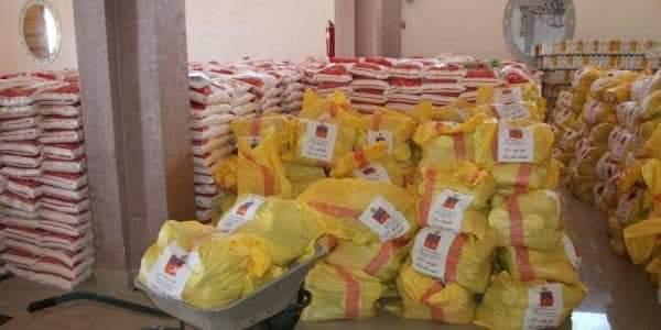 توزيع مساهمة جهة العيون الساقية الحمراء من المواد الغذائية على ساكنة جماعة الحكونية.