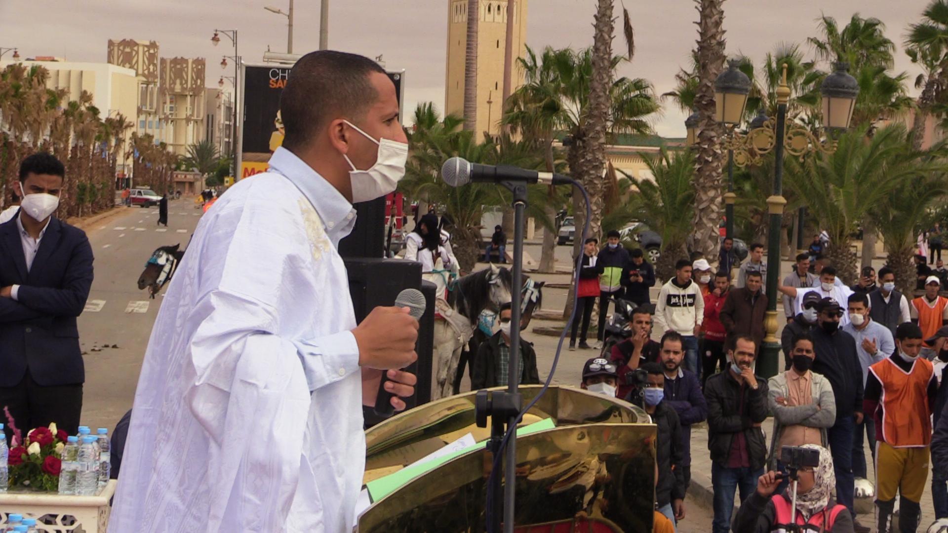 بالفيديو الرسائل التي ارسلها المستشار البرلماني محمد الرزمة بساحة المشور للجزائر والبوليساريو